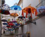Guarda-chuvas decorados assinalaram Dia Internacional para a Erradicação da Pobreza