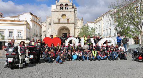 Motards passaram pela Praça da República, em Elvas
