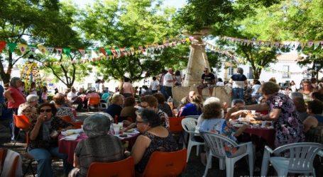 O Arraial Maior juntou crianças e idosos no Largo de Avis